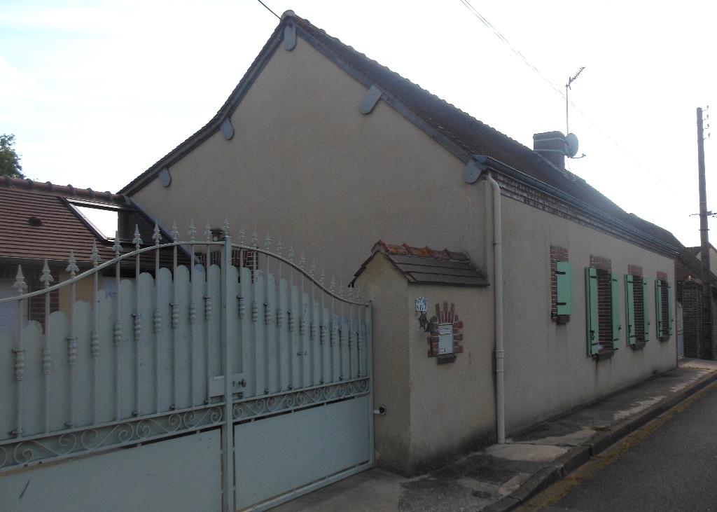 A VENDRE Maison dans BAILLEAU LE PIN Centre Ville